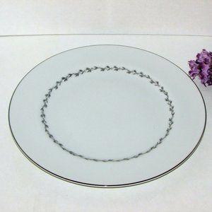 2 MIKASA Fine China MELBOURNE DINNER PLATES 5556